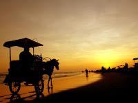 Keseruan di Pantai Parangtritis dari Siang sampai Malam