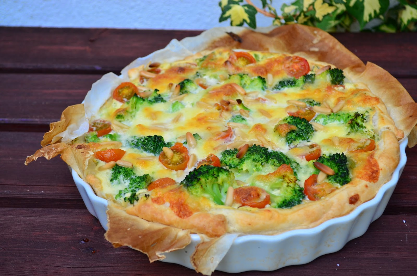 estrellacanela brokkoli bl tterteig quiche mit ricotta kirschtomaten mozzarella und pinienkerne. Black Bedroom Furniture Sets. Home Design Ideas