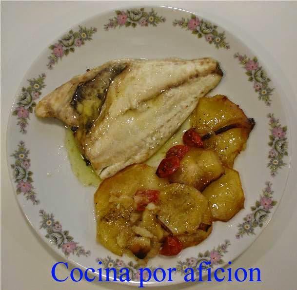 http://cocinaporaficion.blogspot.com.es/2009/04/dorada-al-horno-con-patatas-y-tomate.html