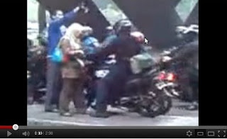 Download Video pembela hak pejalan kaki Youtube Siapa perempuan pembela hak pejalan kaki
