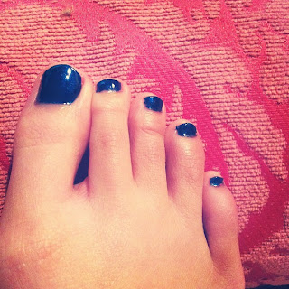 midnight blue toenails