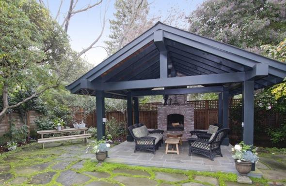 http://1.bp.blogspot.com/-eOSb6xhNb18/TcUrag81X6I/AAAAAAAAADY/-ng02bqj7vc/s1600/Mark-zuckerberg-7-million+home+back+area.jpg