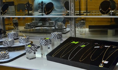 A Review of Jewelry Display: Why it Works and Why Not