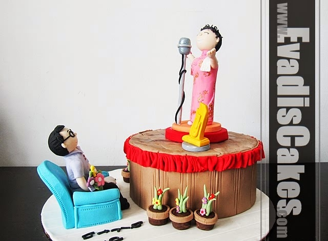 Side view picture of Mom Singing Theme cake