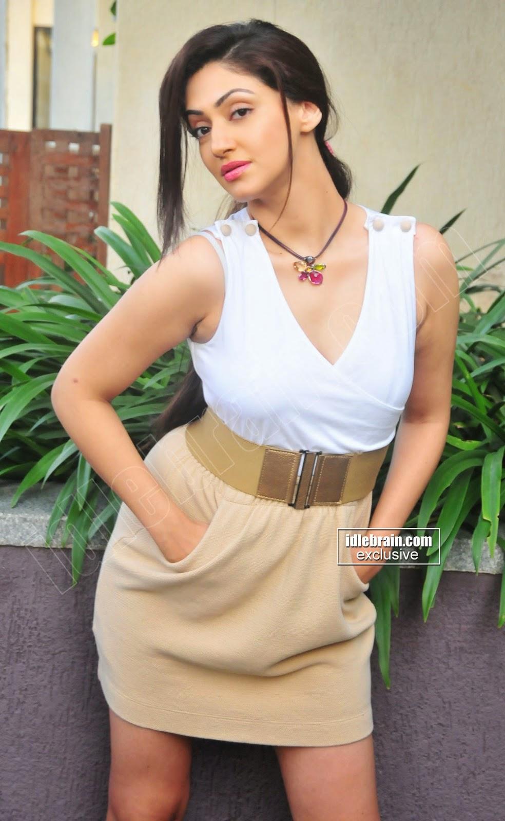 Reyhna Malhotra thunder thighs