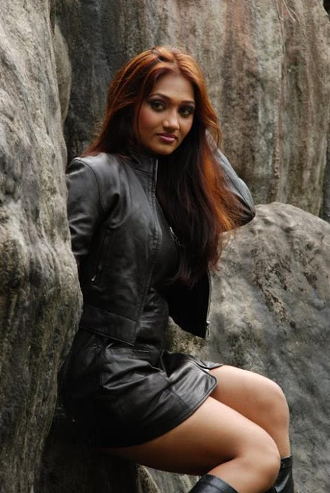 upeksha swarnamali leggy actress pics