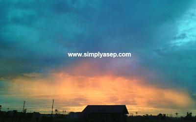 Langit memerah seperti api terekam oleh jepretan saya