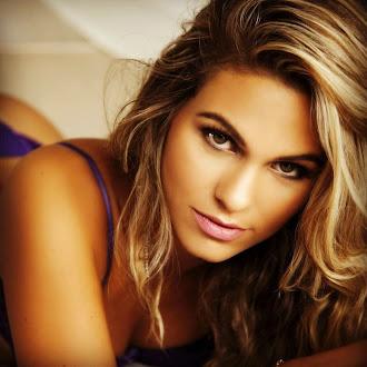 Decidida a emagrecer, a modelo Gabi D'Avila, propôs um desafio às suas seguidoras