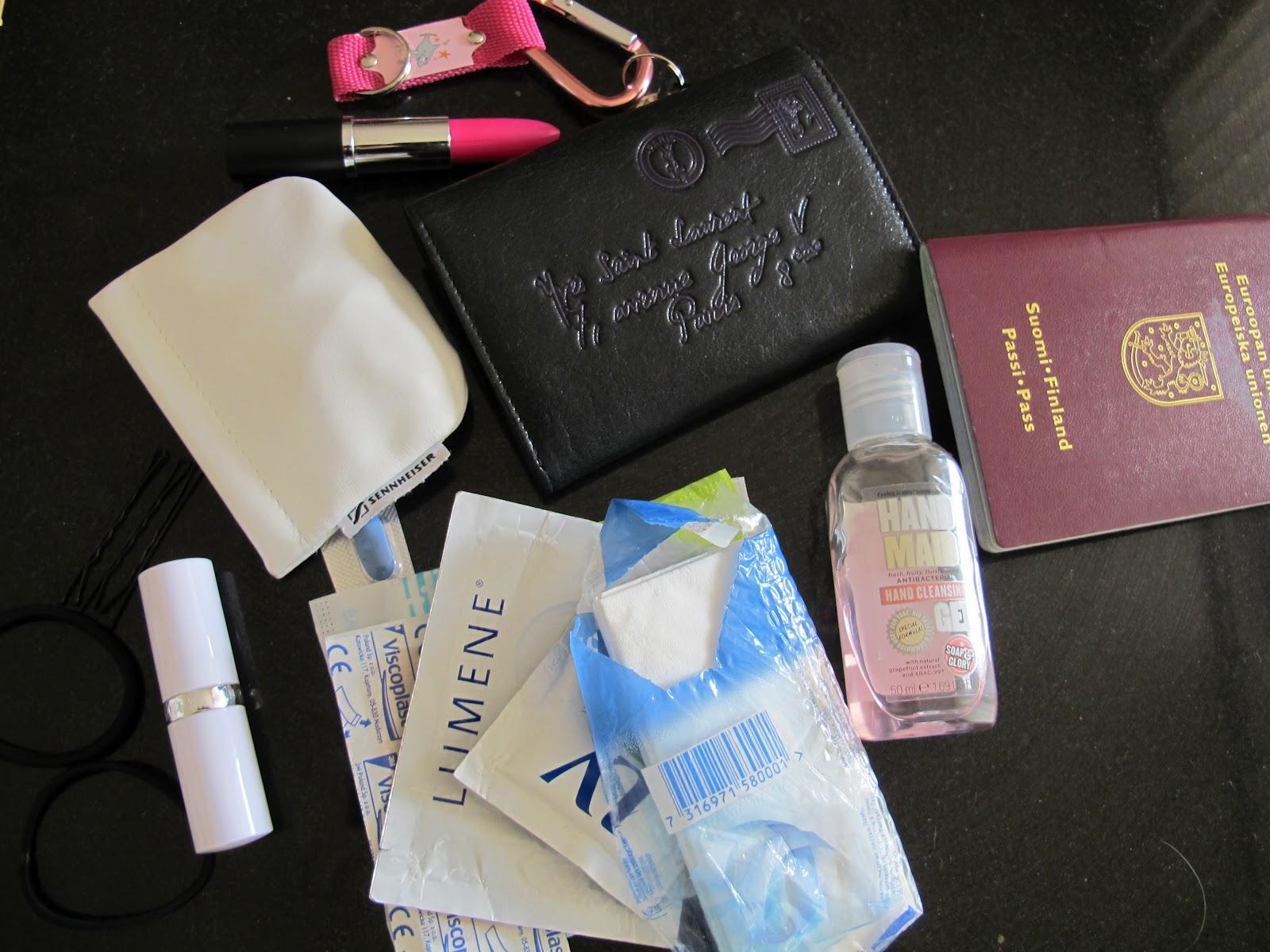 Mitä Naisen Käsilaukku Sisältää : Organizer ostolakossa