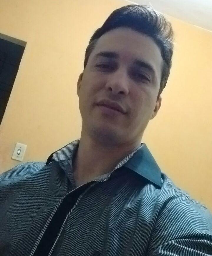 Cândido Leonardo C de S. Melo - Editor Colunista e Administrador