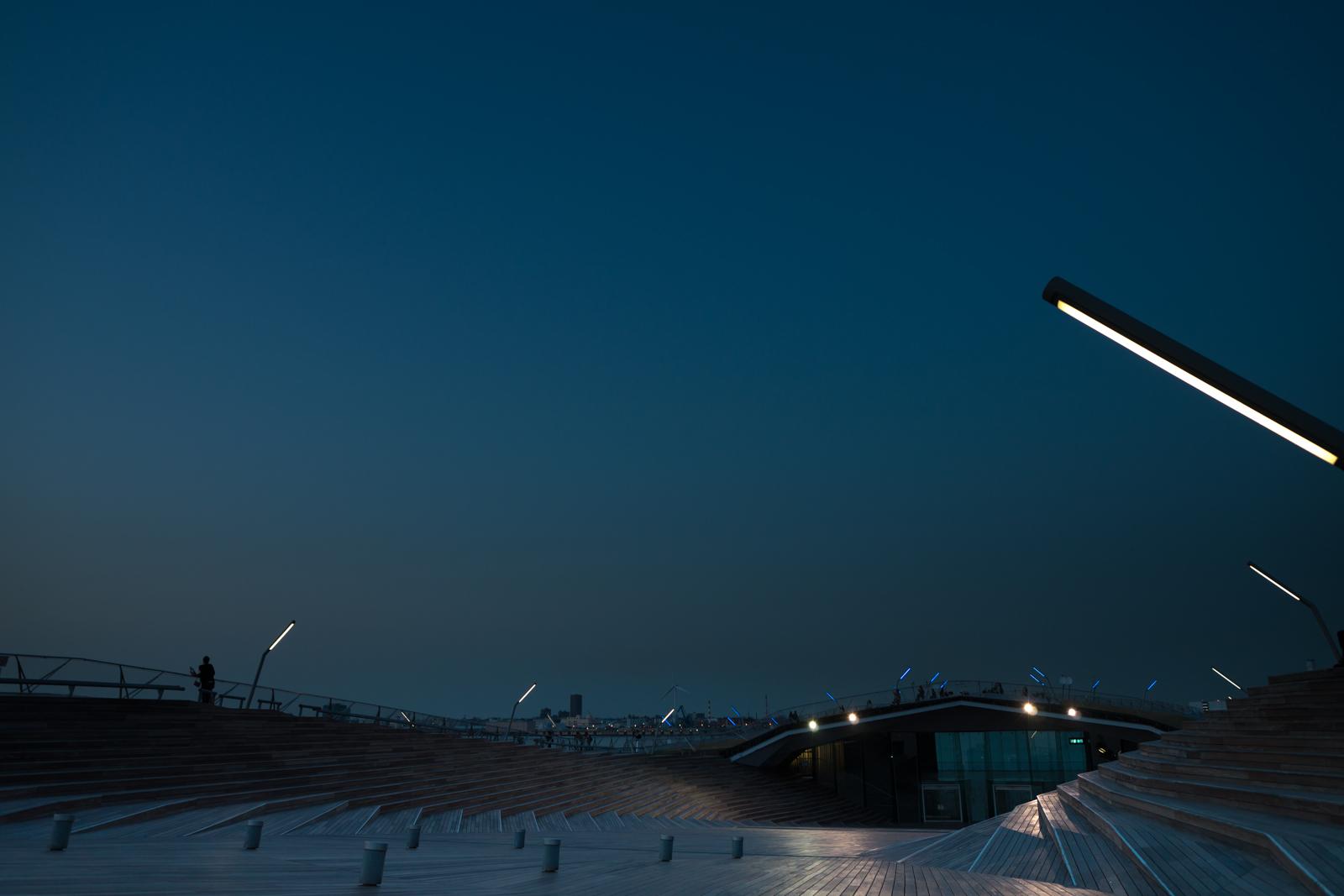横浜、大さん橋にて手持ちで撮影した夜景写真 2