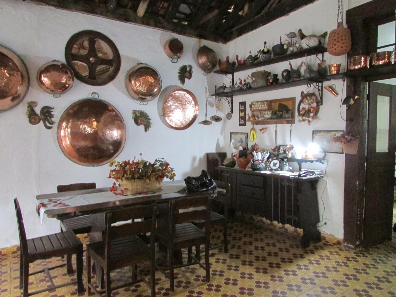 Típica casa grande de uma antiga fazenda de café #64493B 1600 1200
