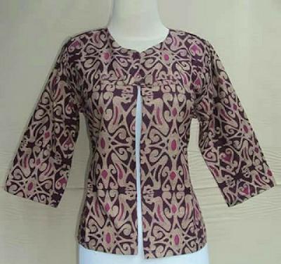 Model Blazer Batik Kancing Dayak Bagi Wanita Karir