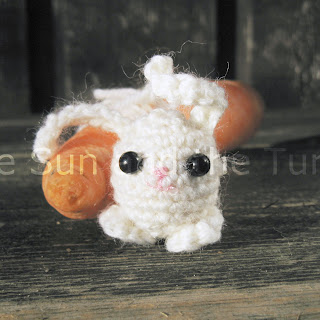 free rabbit amigurumi pattern in white yearn, easto to crochet.