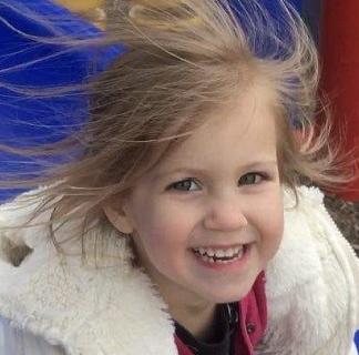 Fetiţa româncă ucisă de unchiul ei în America era în cameră cu patru frăţiori. Detalii despre crimă