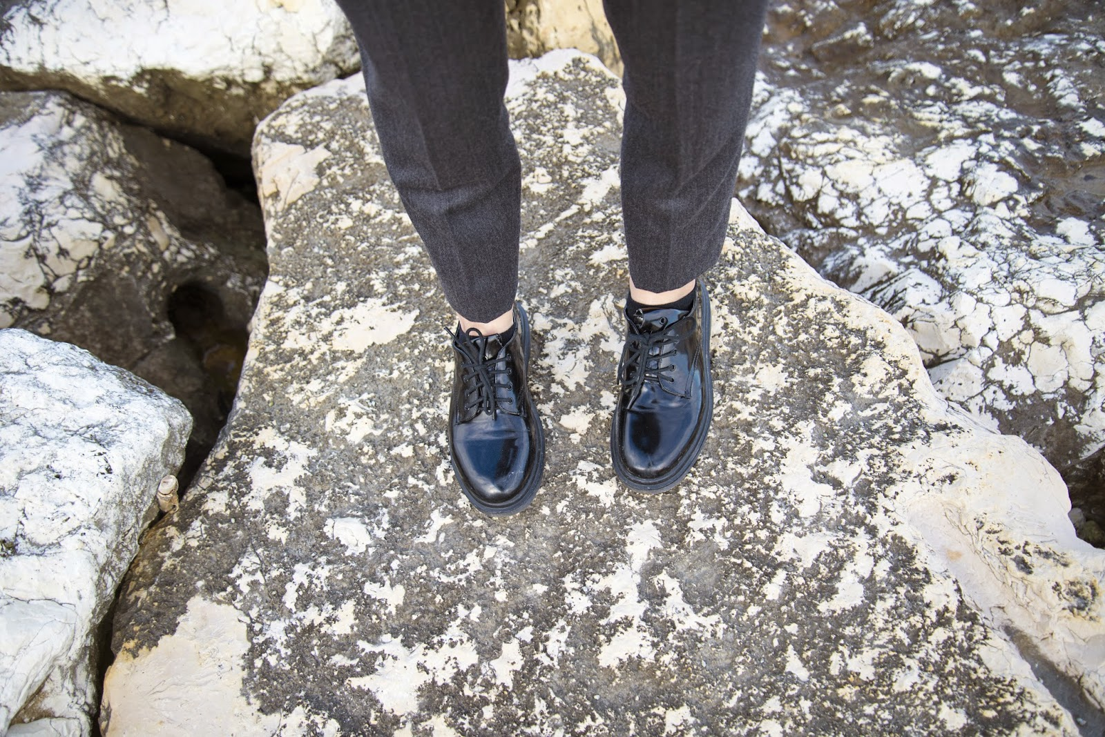 boy look, suit, monochrome grey, elegant look, street style 2015, trends 2015, peaceful place