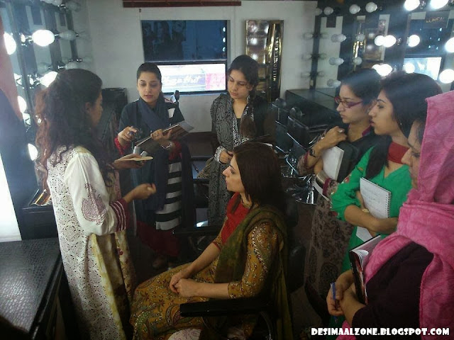 Girls Makup Practice In Beauty Palar Who To Make Beautiful Bride
