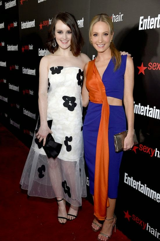 If the positive sentences didn't impress you, we don't know what will.  Be sides starting with an award, Sophie McShera also deliberating her fashion art in all its glory during the Entertainment Weekly's 2015 SAG Awards.