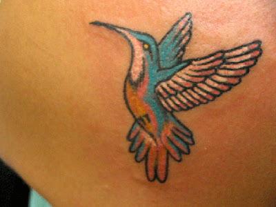 Veja os significados das tatuagens de beija-flor