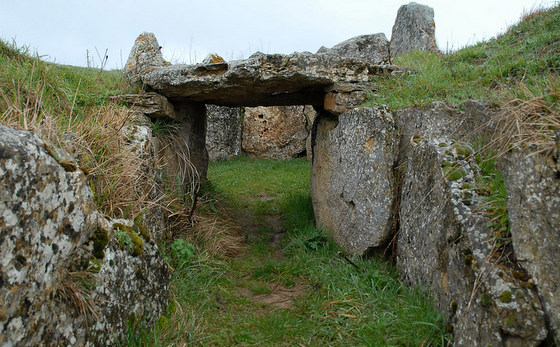 imagen_dolmen_prehistoria_megalito_burgos_piedras_circulo_enterramiento_tumulo_cotorrita_porquera_butron