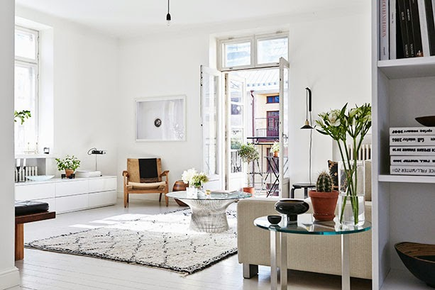 White living room with 20th Century Furniture