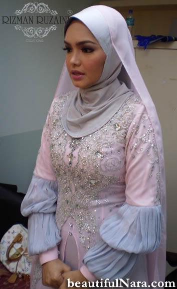 Saja buat post ni sebab dia cantik sangat. Cantiknya :D .Minat Siti