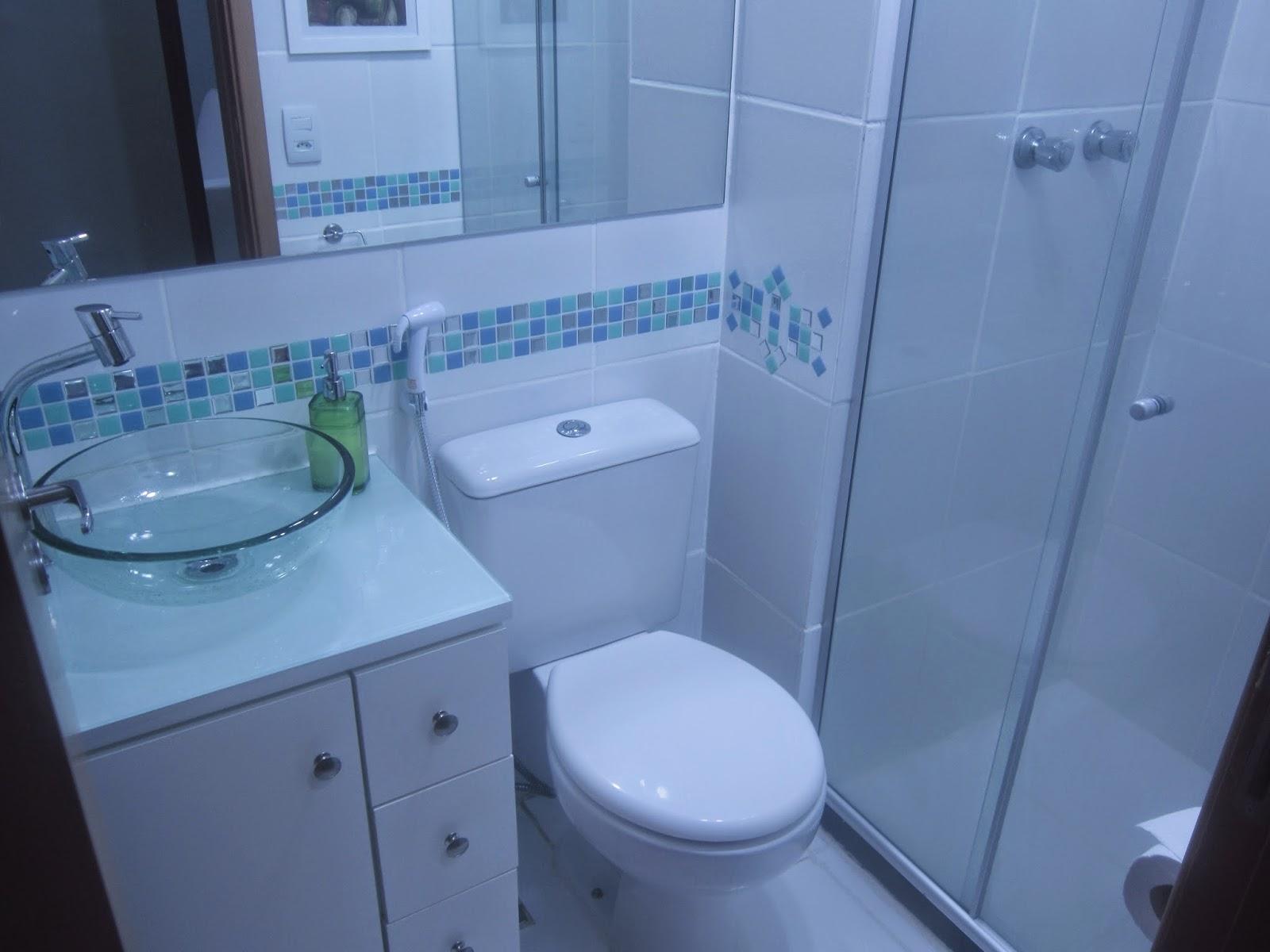 Cafofo Sonhado Decorando banheiros pequenos 2 banheiros, 2m² cada, 2 decora -> Banheiro Simples Suite