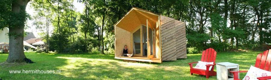 Casa pequeña de madera contemporánea