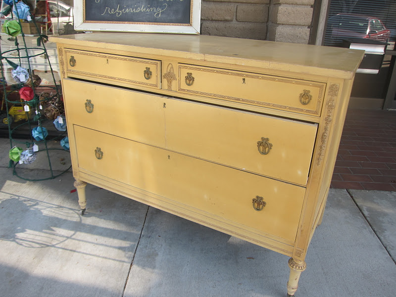 It S A Gorgeous Antique Dresser With Great Legs Caster Wheels And Original Hardware The Detailing Was Really Pretty But Just Didn T Speak To Me