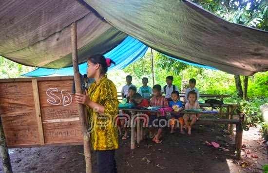 Miris, Sekolah Darurat di Daerah Kaya Batubara  Kalimantan Selatan