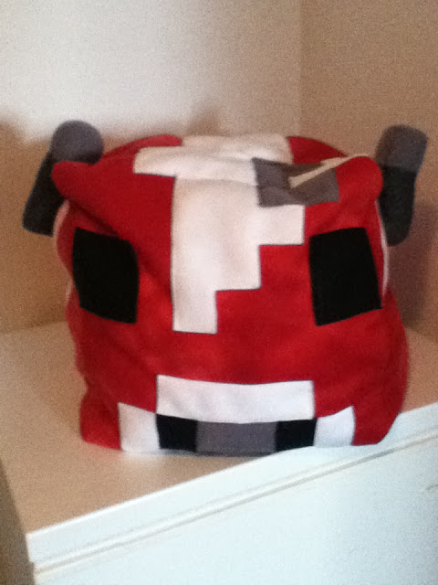 Giant Mooshroom pillow from Minecraft - I need this!!