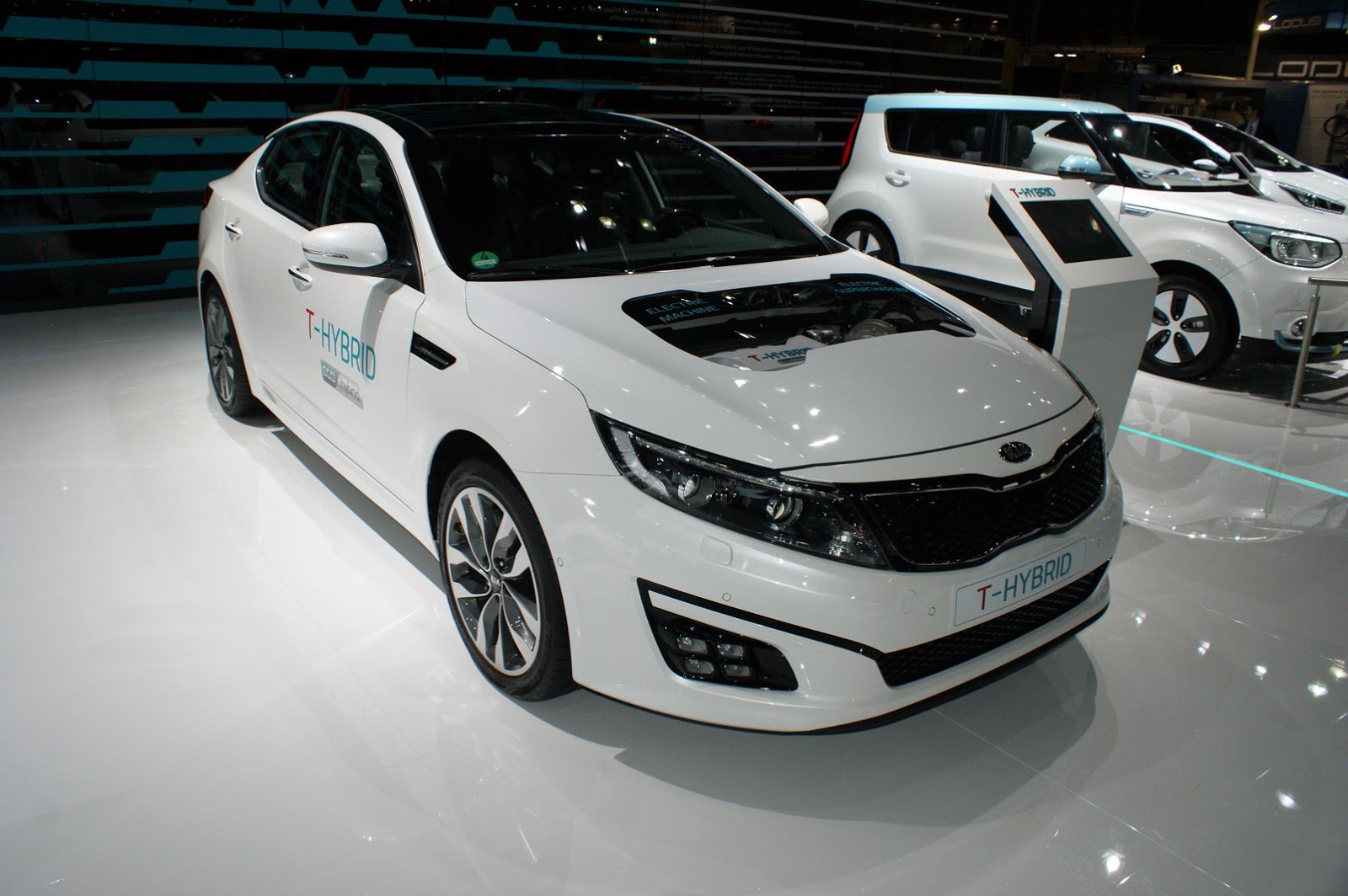 Kias optima t hybrid bolts an electrical supercharger on turbo photo gallery sciox Choice Image