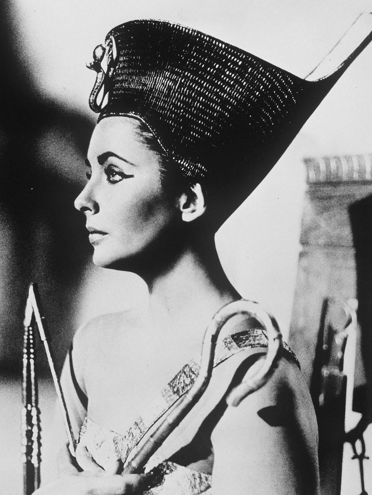 http://1.bp.blogspot.com/-eSA3DzZJ9XA/Tfu7y8TcytI/AAAAAAAABSM/7cYQ3vhL7Gg/s1600/Cleopatra-1963-elizabeth-taylor-16282230-1585-2112.jpg