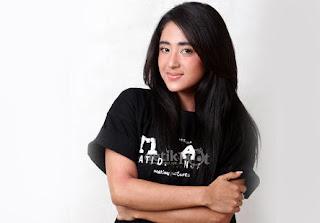 "Dewi Perssik rilis single baru 'Aku suka """
