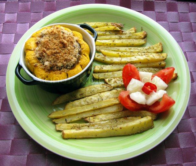 Patišon tikvica punjena gljivama i maslinama, krumpirići iz pećnice s ružmarinom (C) Enola Knezevic 2012