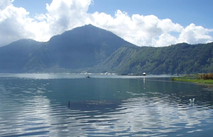The more shallow, Lake Batur will make drowned settlements