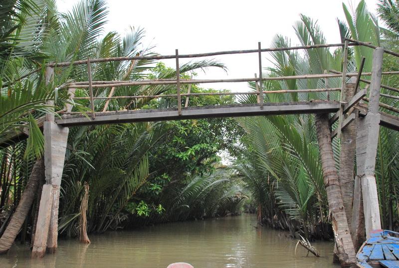 Cầu khỉ ở An Khánh