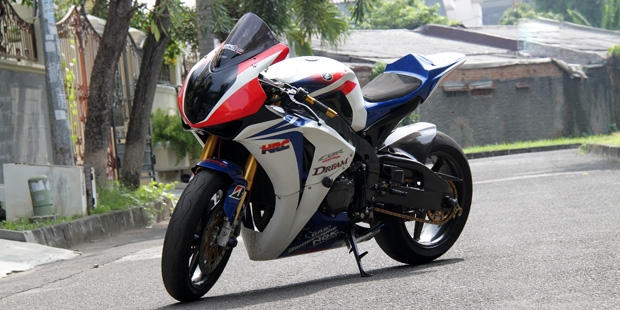 Modifikasi+CBR1000RR+Superbike.jpg