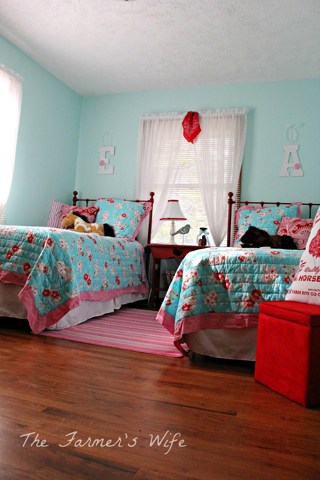 the farmer 39 s wife country cute turquoise red bedroom makeover