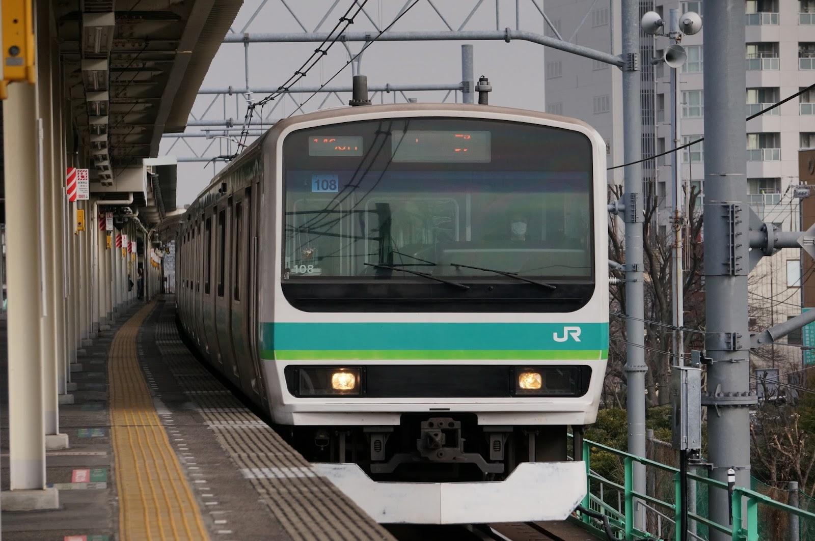 常磐線三河島駅に到着するE231系