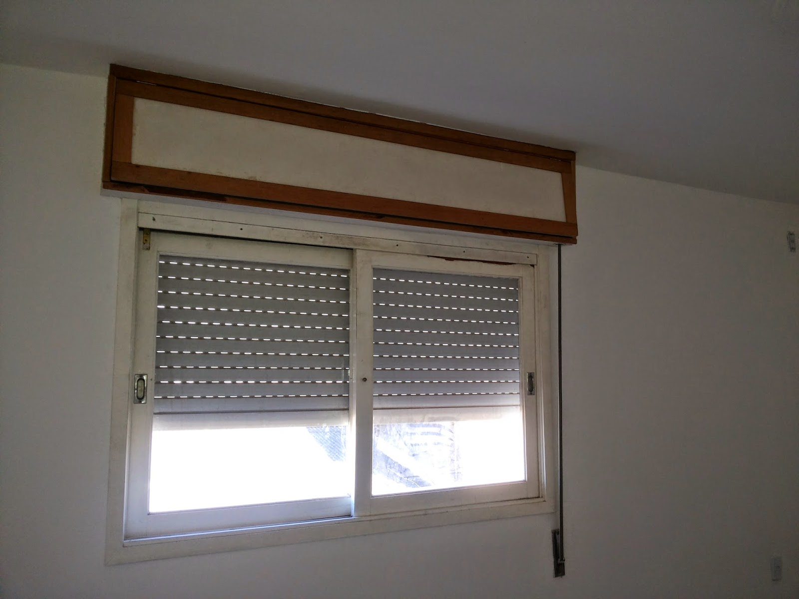 Imagens de #4F5C7C Aqui tudo pronto com moldura da caixa das persianas pronta e pintada  1600x1200 px 3138 Box Banheiro Acrilico Porto Alegre