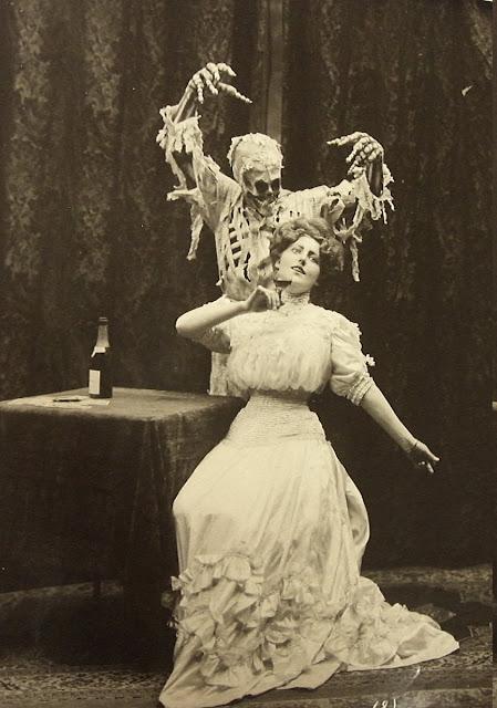 http://1.bp.blogspot.com/-eU92_4tdtNw/TsVJbKLhJ0I/AAAAAAAAENI/MnUd5Ardkxk/s1600/Ziegfel--Hall-DeaththeLady-1906-8.jpg