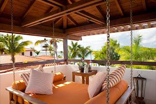 Desain Balkon Rumah 11