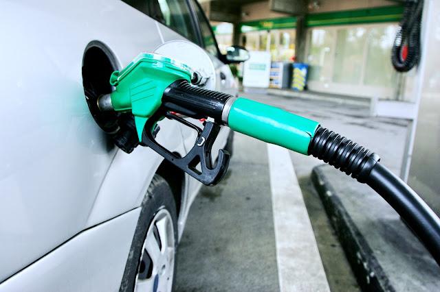 Bajas en los precios del combustible