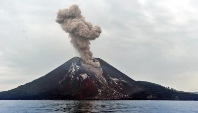 Meletusnya Gunung Berapi (Gunung Anak Krakatau)