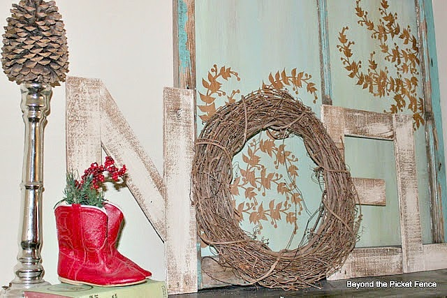 Christmas Ideas http://bec4-beyondthepicketfence.blogspot.com/2014/07/christmas-in-july.html