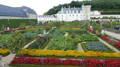 « Villandry - le Château - les Jardins (12-2014) 2014-08-21 16.50.37 » par BUFO88 — Travail personnel. Sous licence CC BY-SA 3.0 via Wikimedia Commons - http://commons.wikimedia.org/wiki/File:Villandry_-_le_Ch%C3%A2teau_-_les_Jardins_(12-2014)_2014-08-21_16.50.37.jpg#/media/File:Villandry_-_le_Ch%C3%A2teau_-_les_Jardins_(12-2014)_2014-08-21_16.50.37.jpg