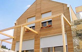 casa con fachada de madera