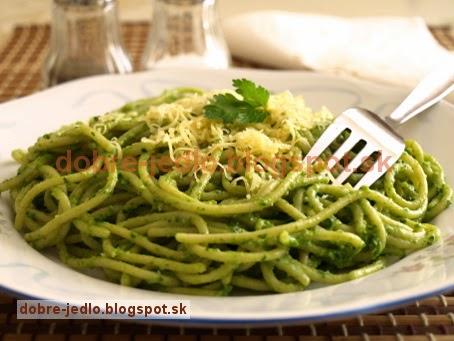 Špagety s rukolovo-mandľovým pestom - recepty
