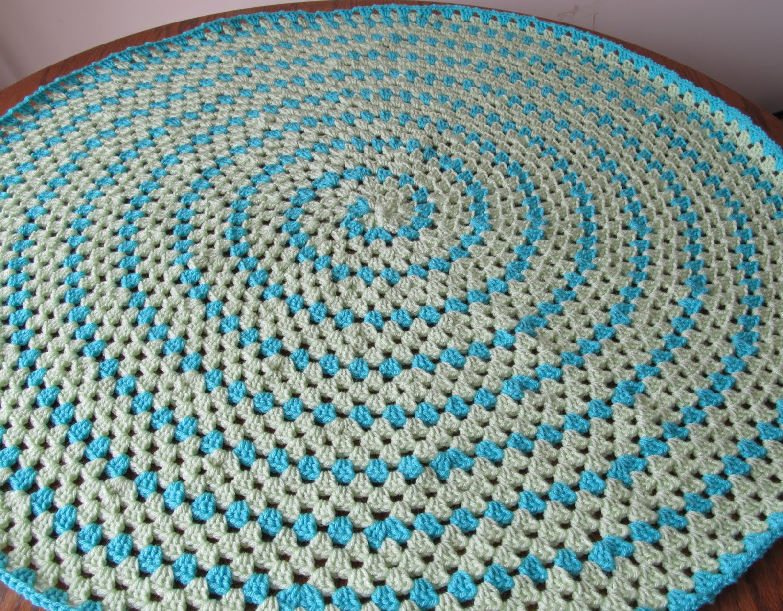SmoothFox Crochet and Knit: SmoothFox\'s Spiral Round Granny Blanket